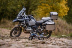 lego-technic-bmw-r-1200gs-adventure-42063-outdoor-original